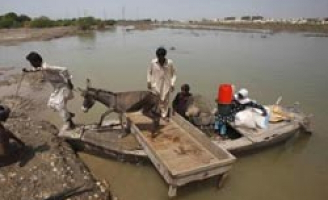 UN asks for record aid appeal of $2 bln to help flood-hit Pakistan