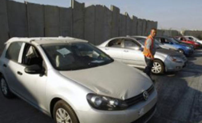 First imported cars enter Gaza after three years / PHOTO
