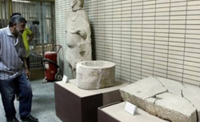Iraq finds 600 artefacts stashed away in PM's office