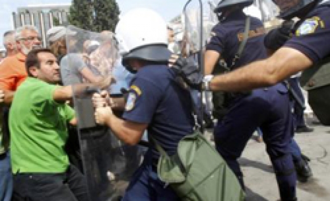 Angry Greek truckers protest opening up road freight