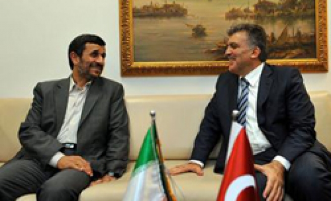Turkey's Gul meets Iran's Ahmadinejad