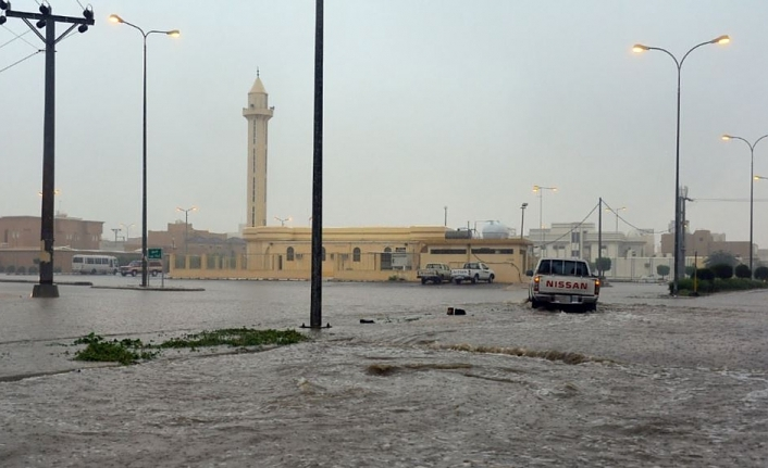 Flash floods kill 35 in Saudi Arabia