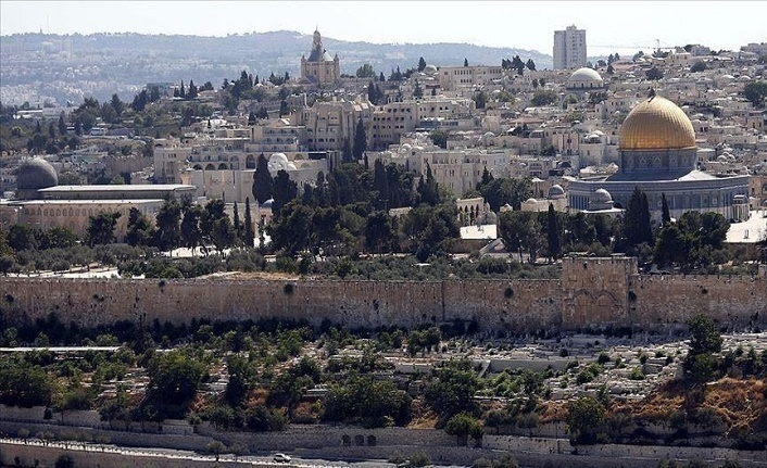 Hundreds of settlers storm Jerusalem's Aqsa complex