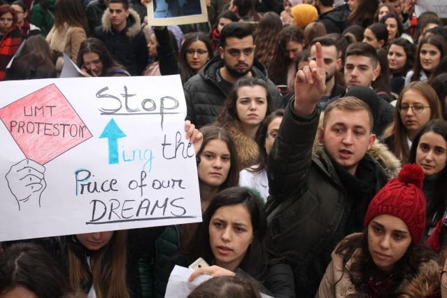 The massive protest of students has entered its 4th day, a day which coincides with December 8, Youth Day recalling the student movement of 28 years ago that also led to the collapse of communist power.