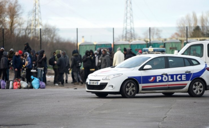 Police clear migrant camp in western France