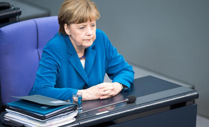 EU in charge of trade policy, Merkel reminds car bosses