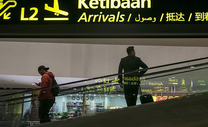 Syrians stucked in airports around the world waiting for a hope