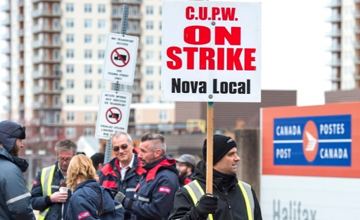 Canada senate pushes vote on legislation to end postal strike to Monday