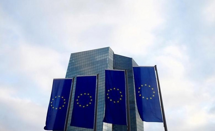 EU approves financial aid for Greek journalists