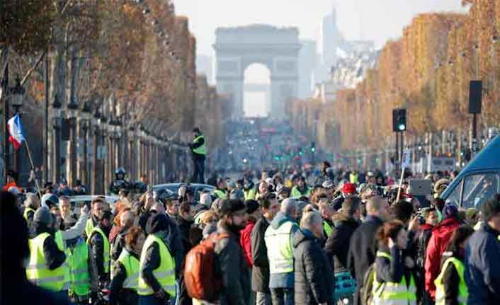 More than 400 hurt in French fuel price protests