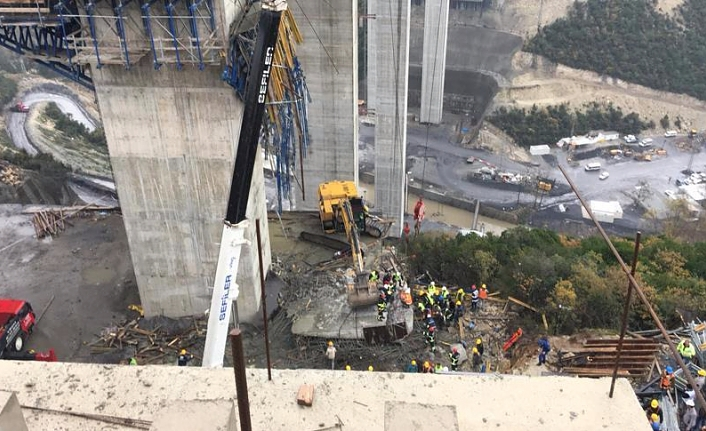 Road workers trapped under rubble in NW Turkey