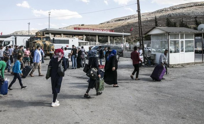 Nearly 295,000 Syrians return home from Turkey in 2018