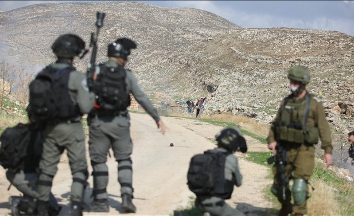 Elderly Palestinian wounded by Israeli soldiers