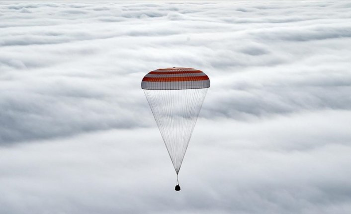 3 astronauts return safely from space