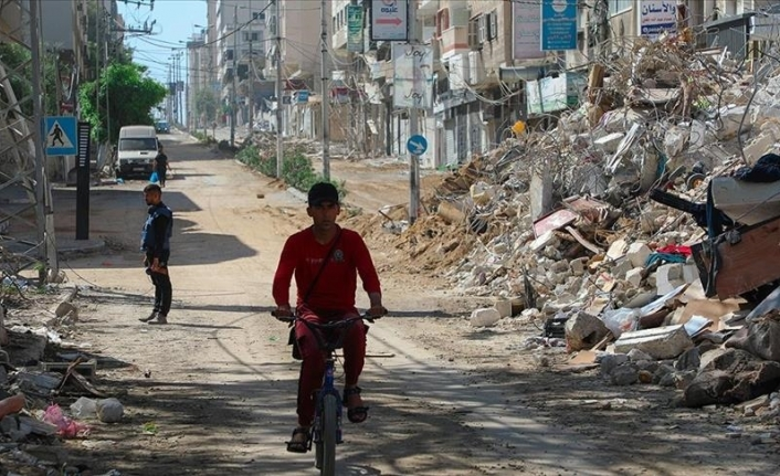 After 10 days of attacks, Israel agrees on cease-fire with Hamas
