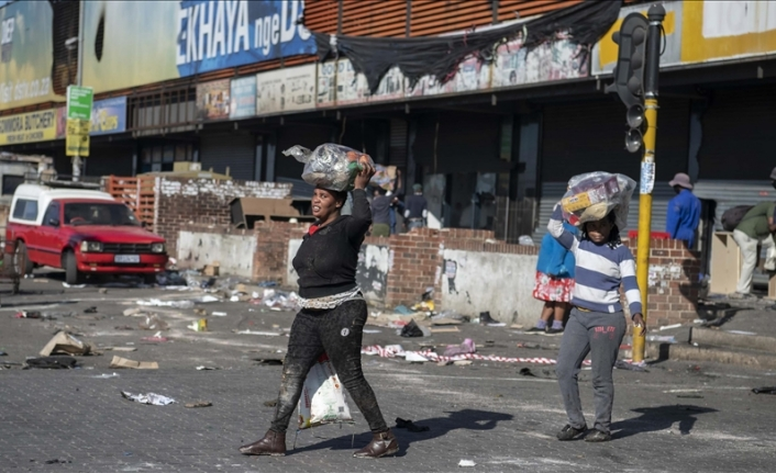 Communities in South Africa unite to protect businesses from being looted