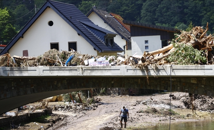 Merkel promises quick financial aid for flood victims