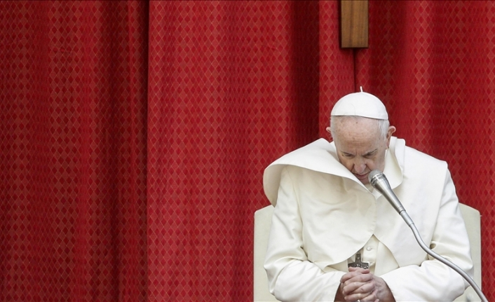 Pope Francis undergoes surgery for colon diverticulitis