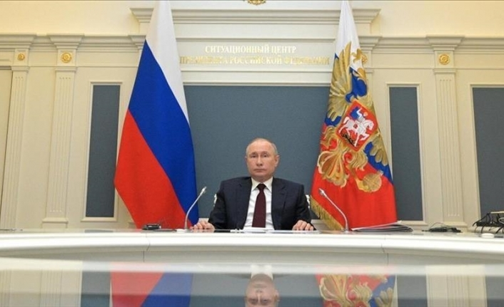 Putin signs law requiring tech giants to open offices in Russia