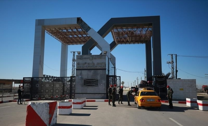 Egypt's closure of Gaza terminal 'message of protest' to Hamas: Analysts