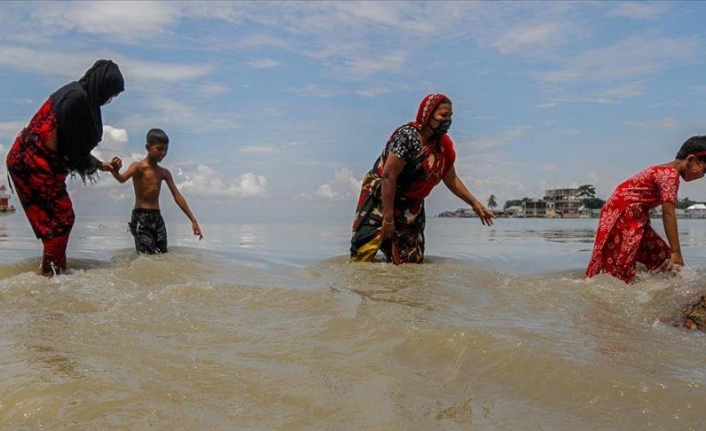 Flooding affects more than 100,000 residents in Bangladesh