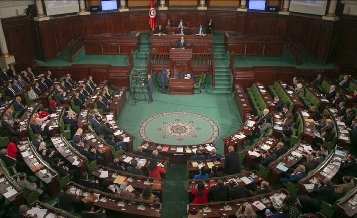 Top Tunisian party forms committee to handle country's political impasse