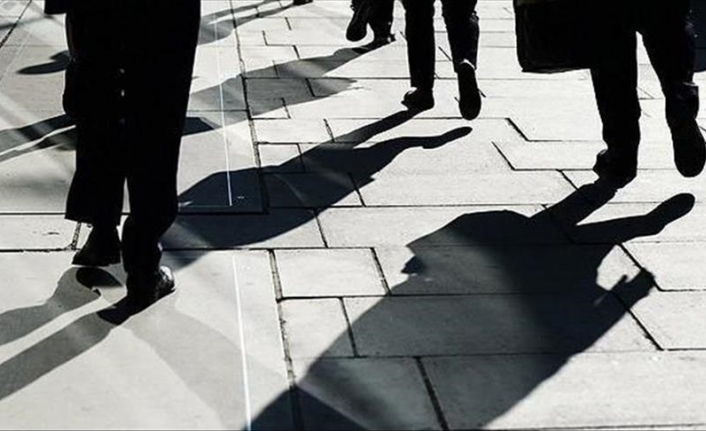 US economy adds 943,000 jobs, unemployment falls to 5.4%