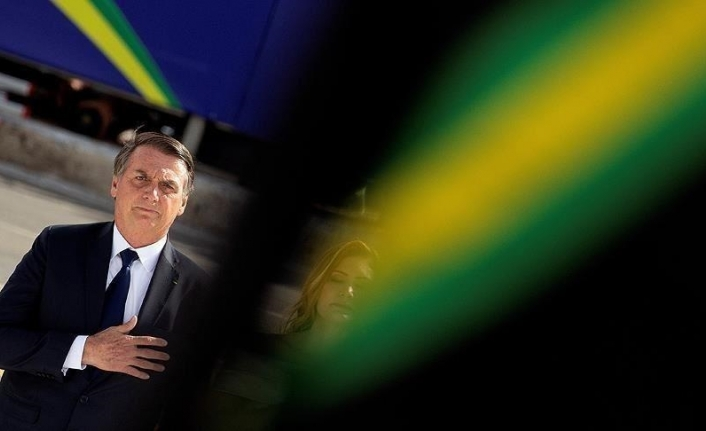 Bolsonaro threatens coup, says to only leave power when dead