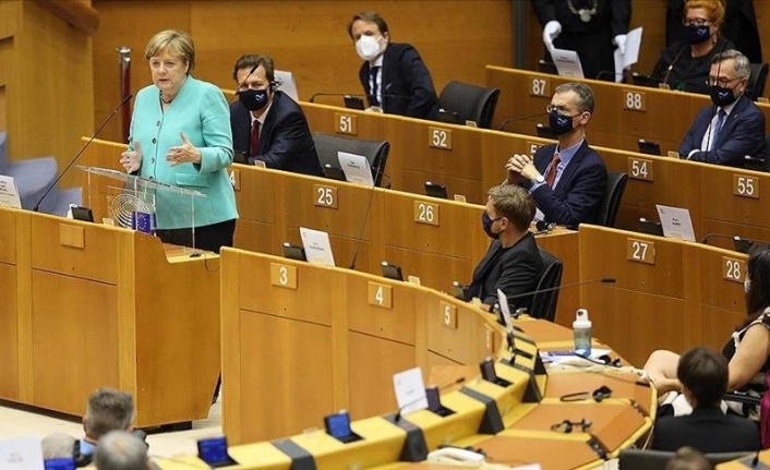 Merkel goes on offensive as her Christian Democrats sink in polls