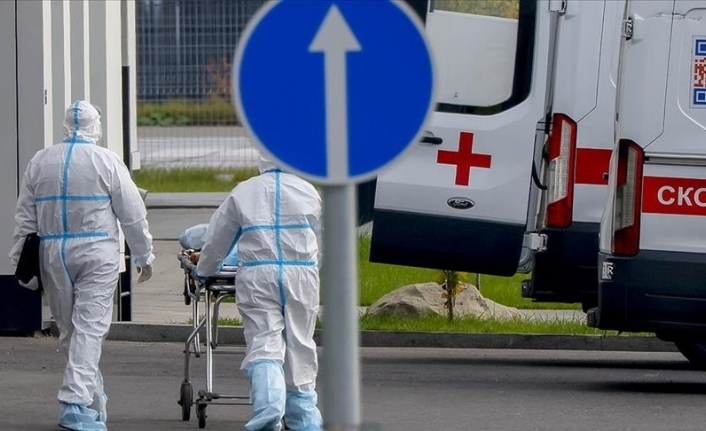 Russia's daily COVID-19 cases hit highest since last December