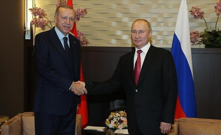 Turkish, Russian leaders discuss regional issues over phone