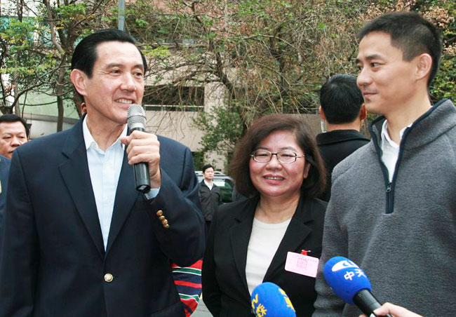 Taiwan president gives up party post