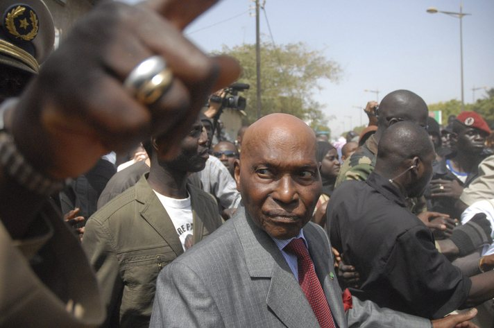 Ex-president Wade returns to Senegal on Friday after delay