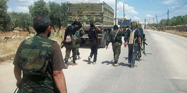 Syrian soldiers take shelter in Turkey