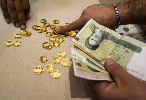 Iranians protest currency plunge amid Western sanctions