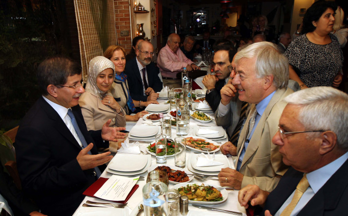 Turkish FM meets with Greeks of Turkish nationality