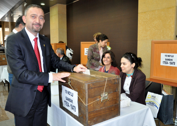 Former President re-elected in İstanbul Bar Association vote