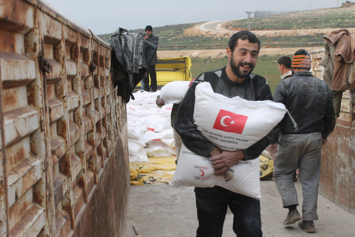 Turkey delivers drinking water to Gaza