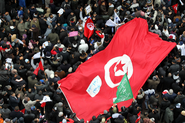 Thousands defend elected gov't in Tunisia
