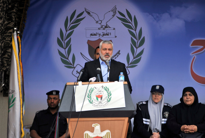 Hamas flexes military muscles as Sharon is buried