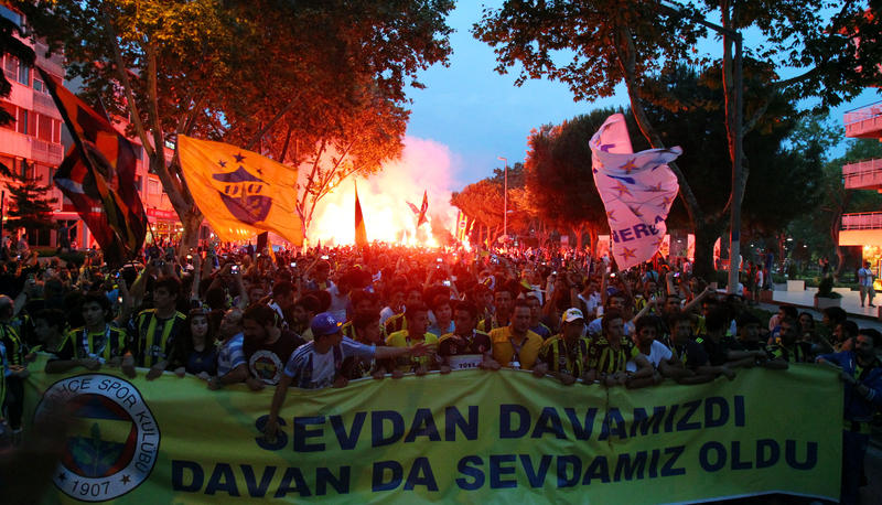 Fenerbahçe supporters march to protest UEFA