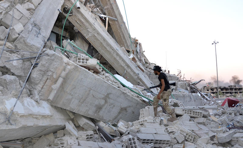 Desperate struggle of a Syrian town under fire