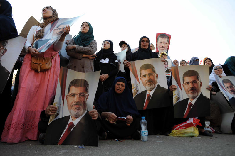 US calls for Morsi's release