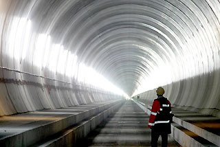 China plans world's longest sea tunnel at $42 bln