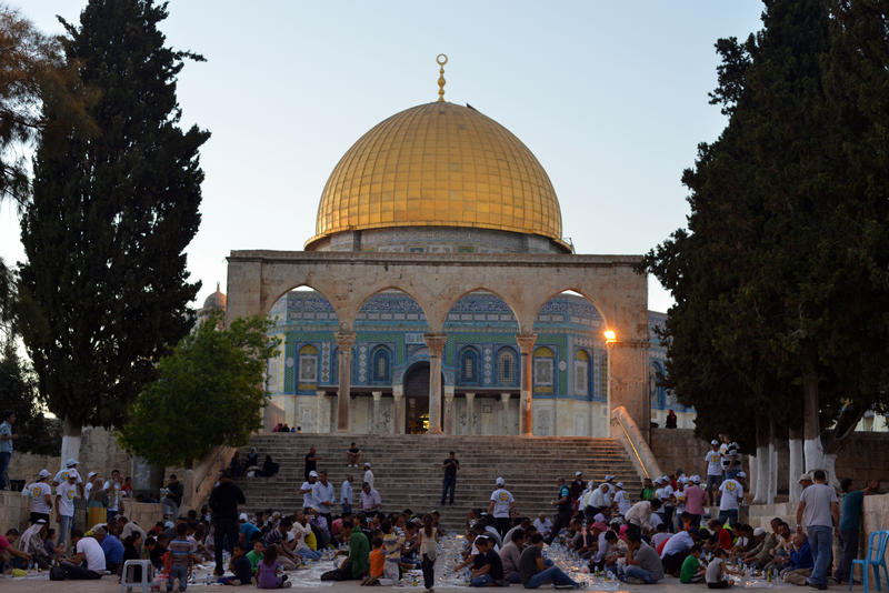 Al-Aqsa mosque brings together thousands of Muslims in Ramadan