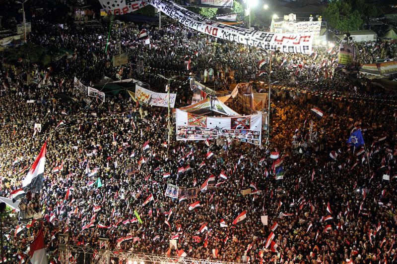 Anti-coup rally outside Republican Guards HQ Monday