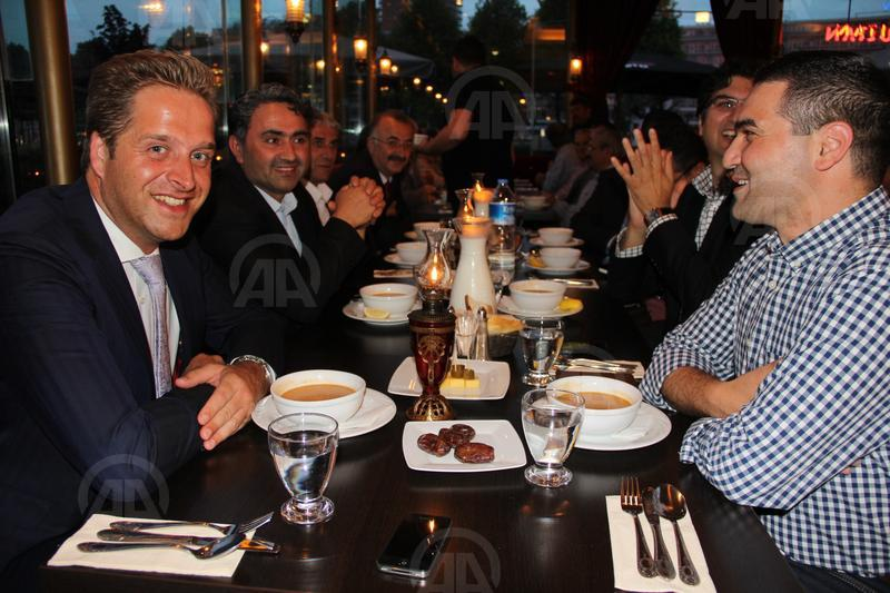 Christian party hosts iftar dinner for Muslims in Netherlands