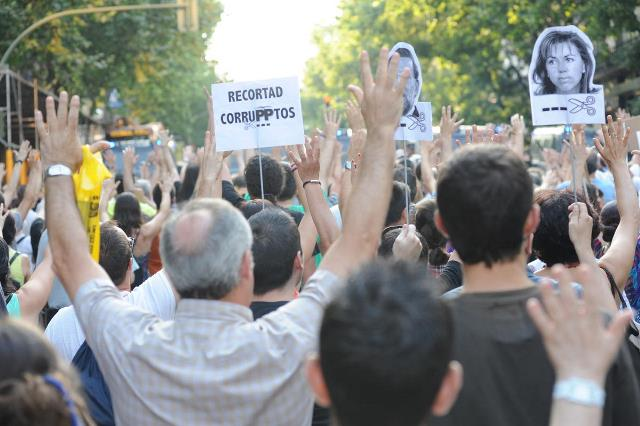 14 wounded in Spain's anti-government protests