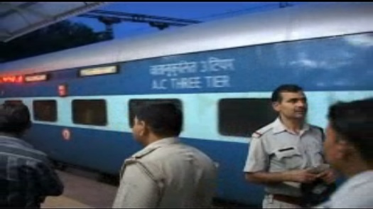 Armed robbers loot train passengers in India