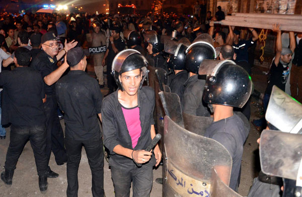 Overtures to resolve Egypt crisis